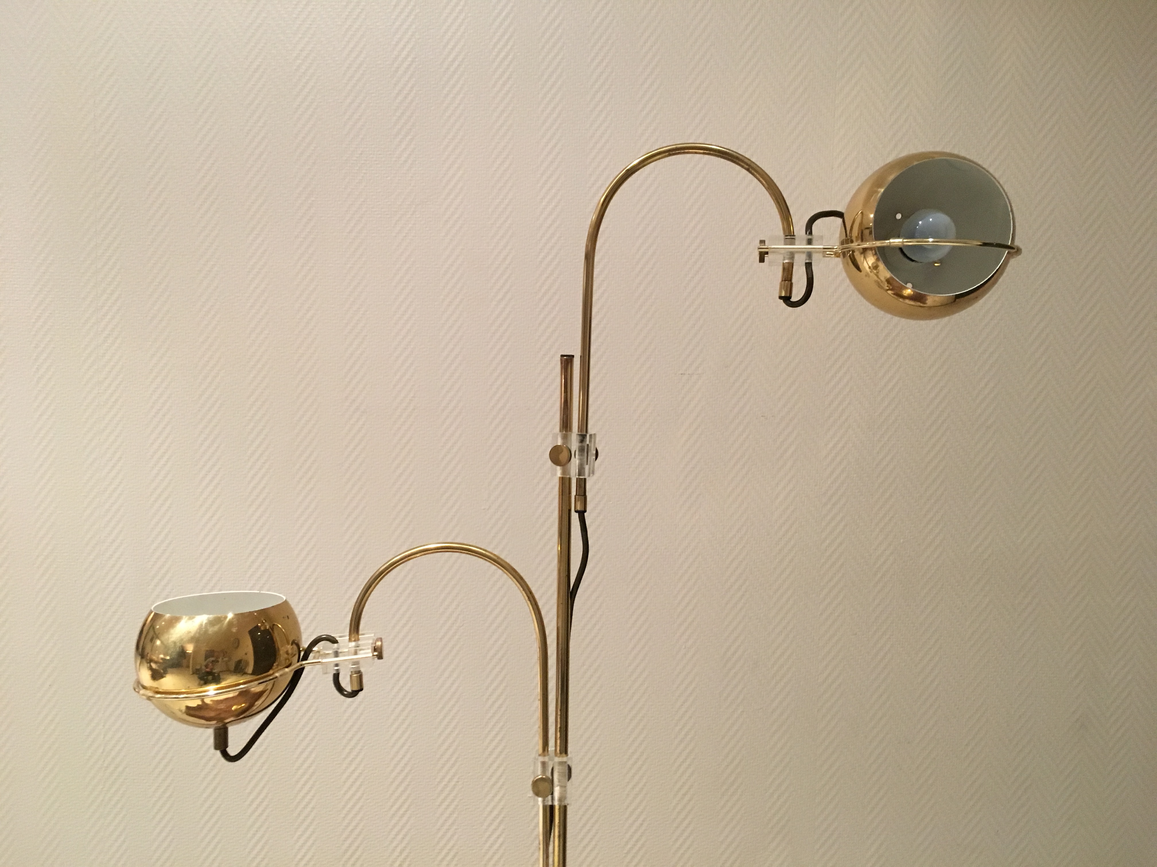 lampadaire laiton plexiglass ann e 70 vintage floor lamp brass design 70 s. Black Bedroom Furniture Sets. Home Design Ideas