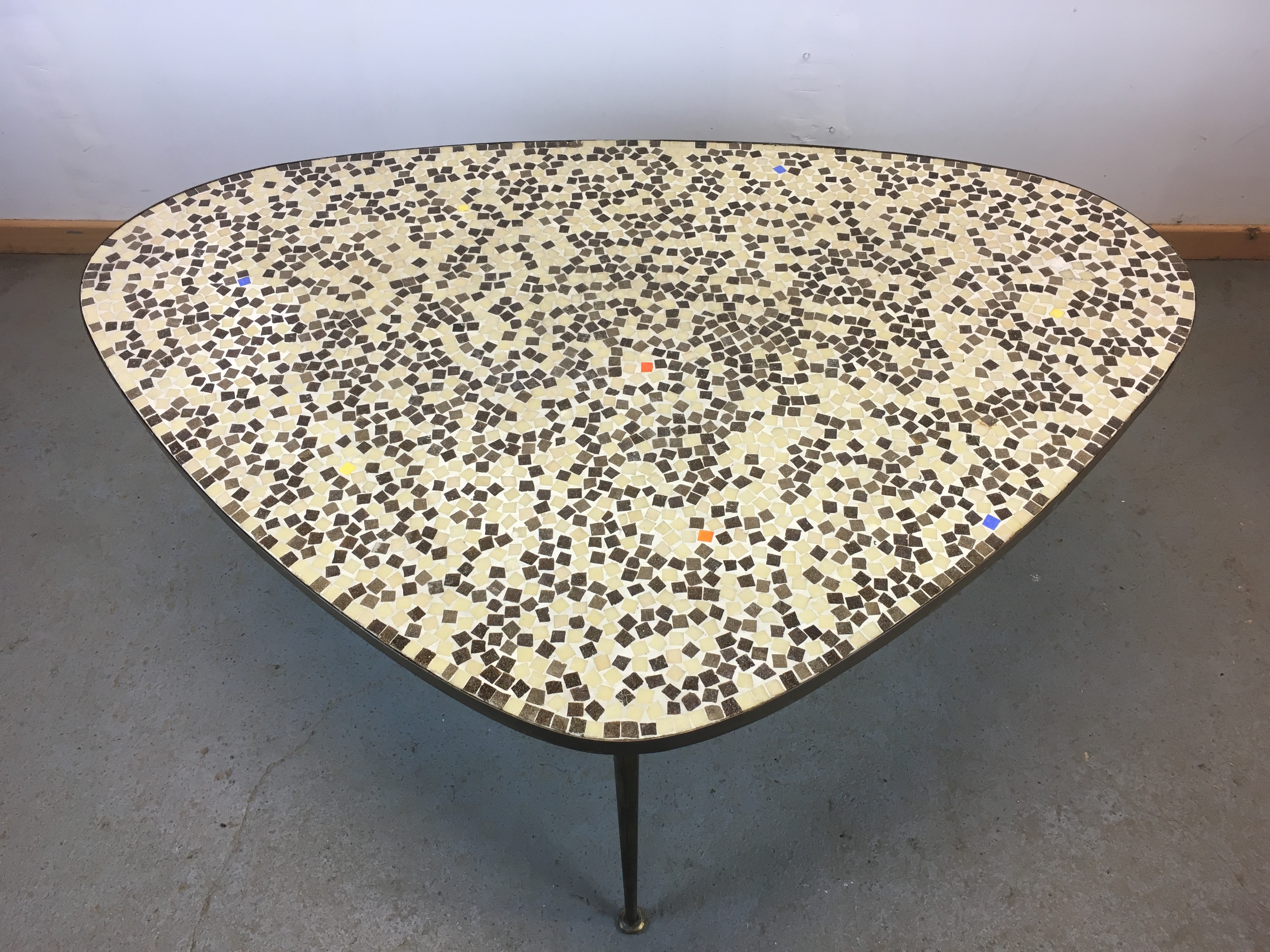 table basse mosa que forme libre ann e 50 coffee table brass mosaic 50 s. Black Bedroom Furniture Sets. Home Design Ideas
