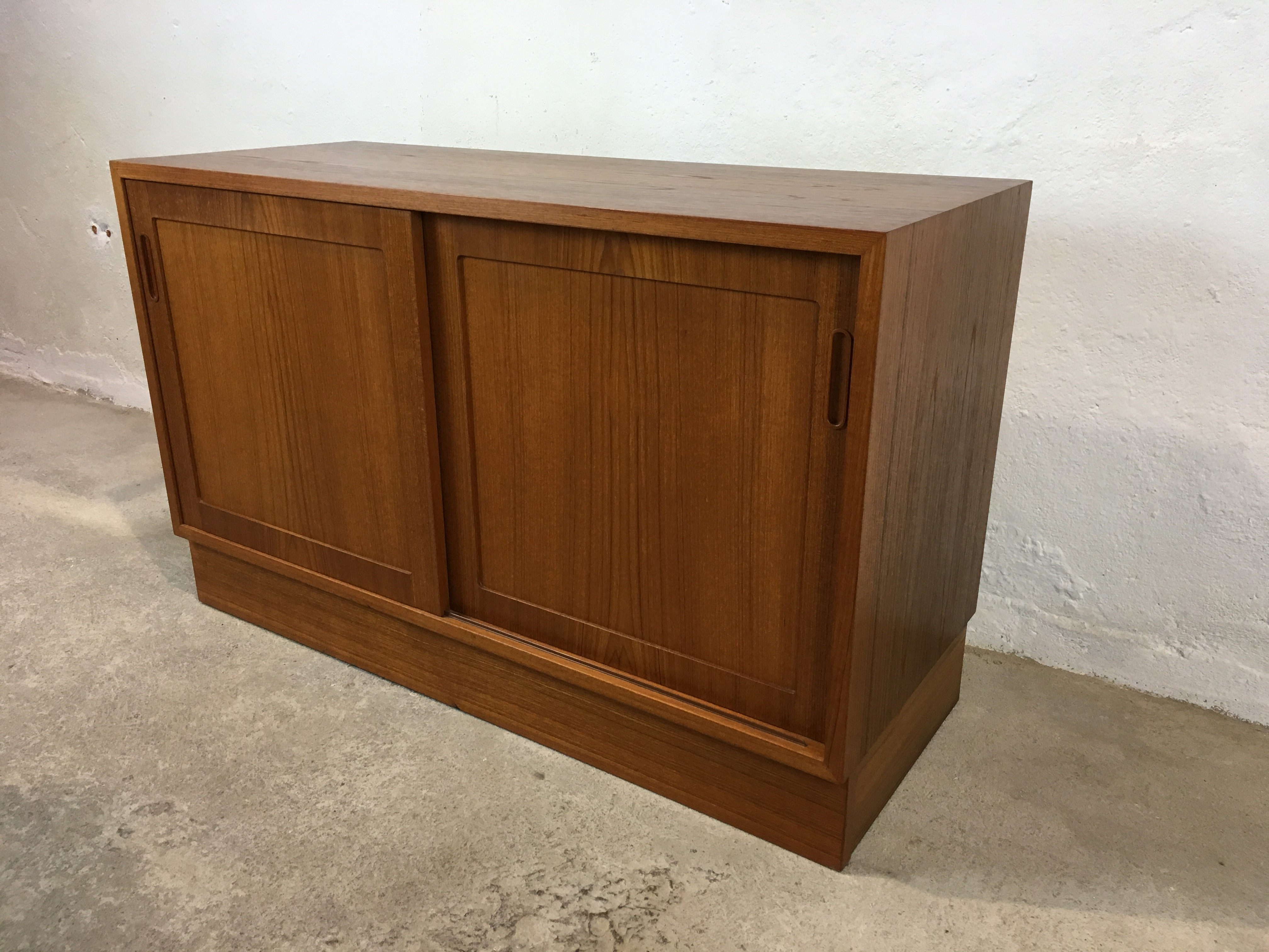buffet scandinave ann e 60 vintage cabinet teck danish. Black Bedroom Furniture Sets. Home Design Ideas
